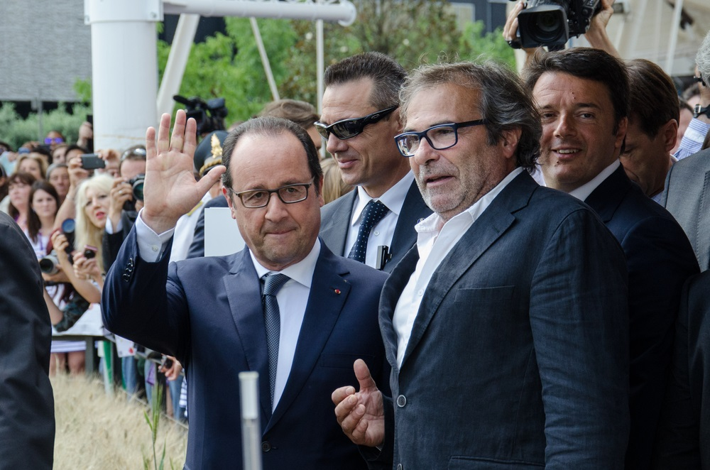 President Hollande Saying Good Bye - Alvexo