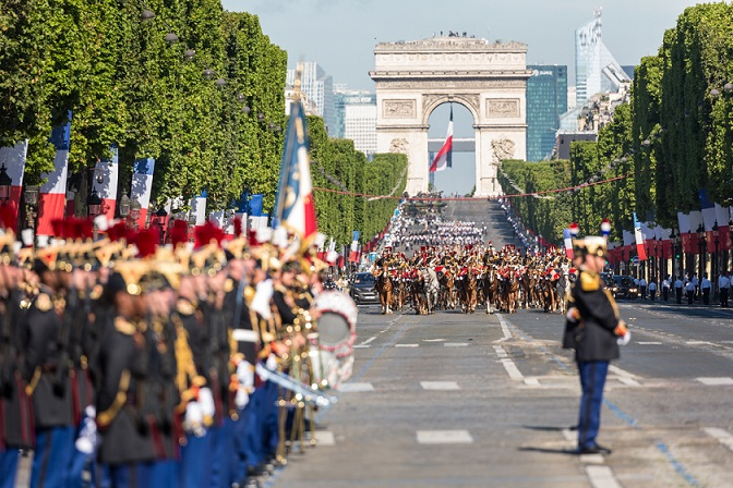 Military_ceremony_in_Paris_2017_with_Trump_and_Macron