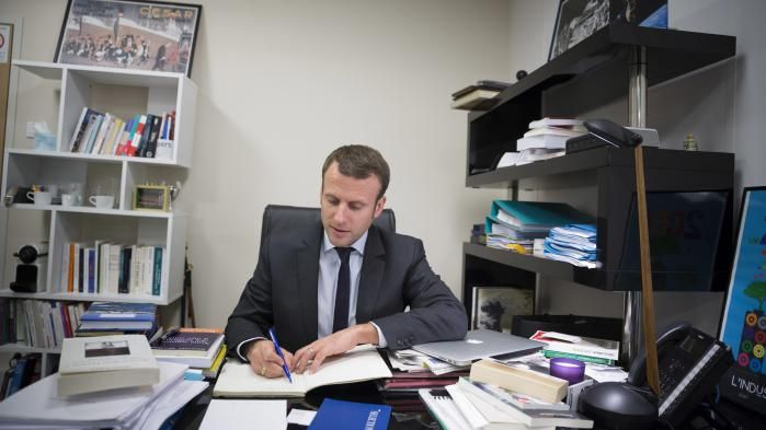 Macron working in the office