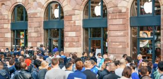 Customers wait in line outside the Apple Inc. store during the sales launch of the iPhone 6 and iPhone 6 Plus in Europe